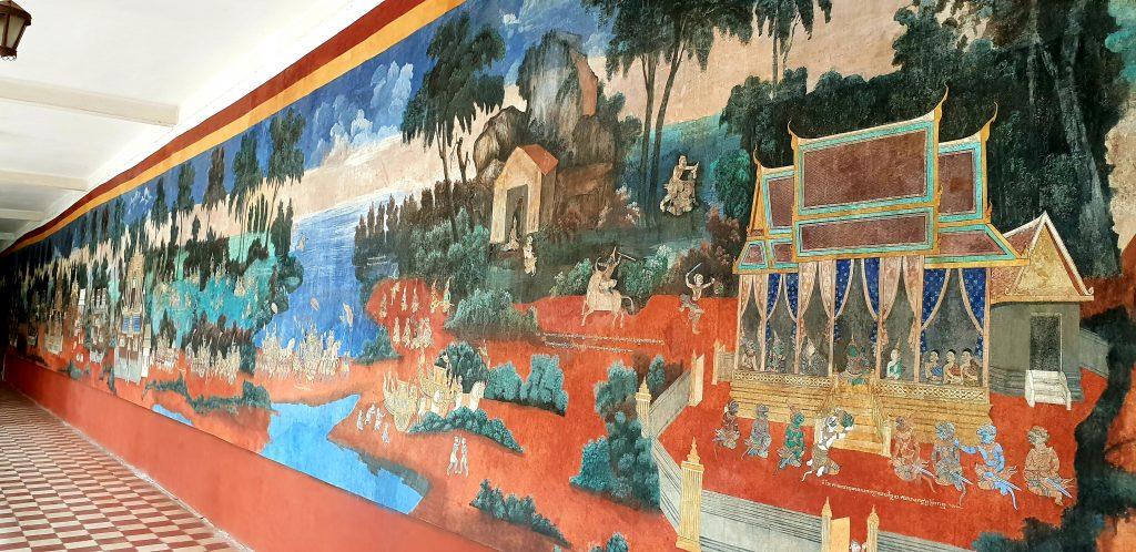 Restaurierte Wandgemälde im Rundgang der Silberpagode erzählen religiöse Geschichten