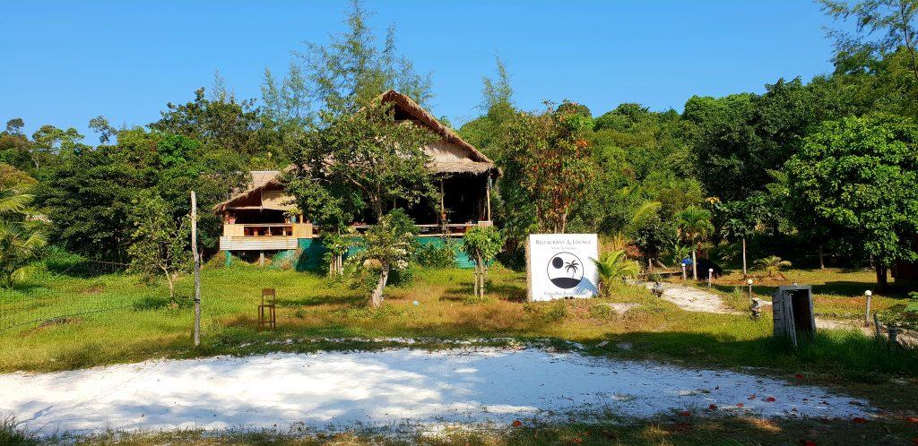 Blick auf das Restaurant der Paradise Bungalows