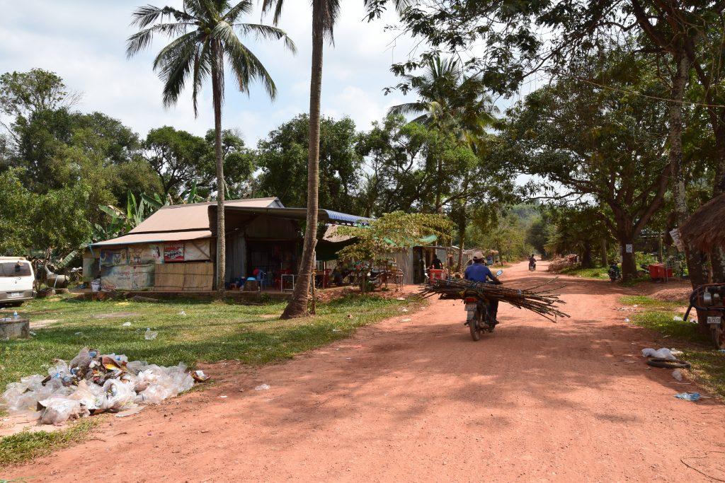 Sandpiste auf dem Weg zu La Plantation in Kampot