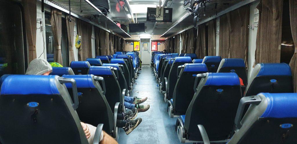Nächtliche Zugfahrt auf Soft Seats