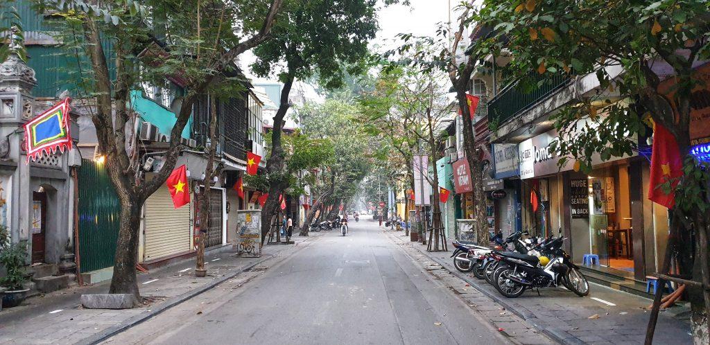 Überall geschlossene Rollläden in Hanoi