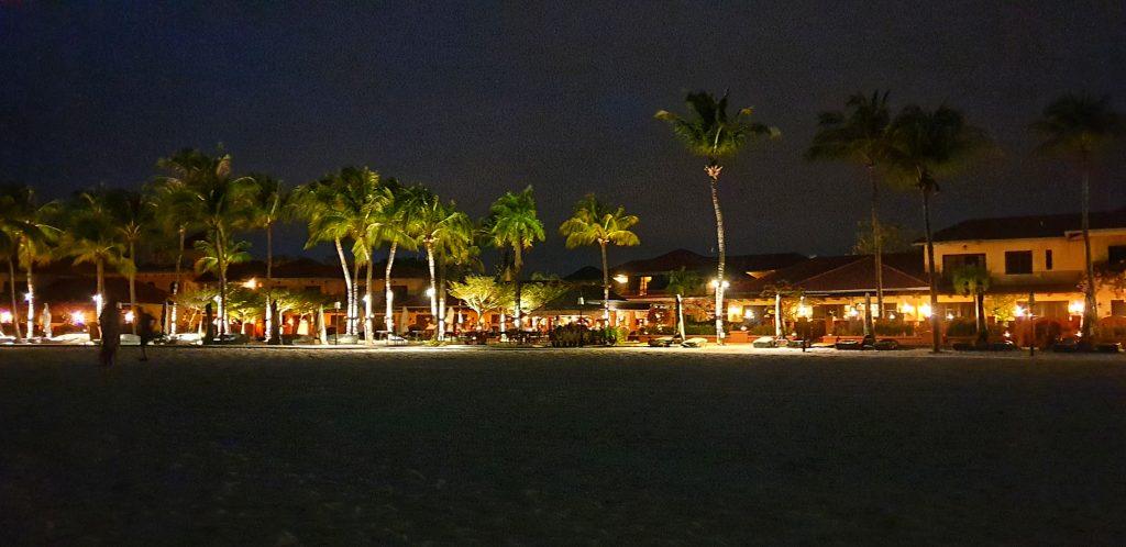 Blick auf Casa Del Mar vom Strand aus