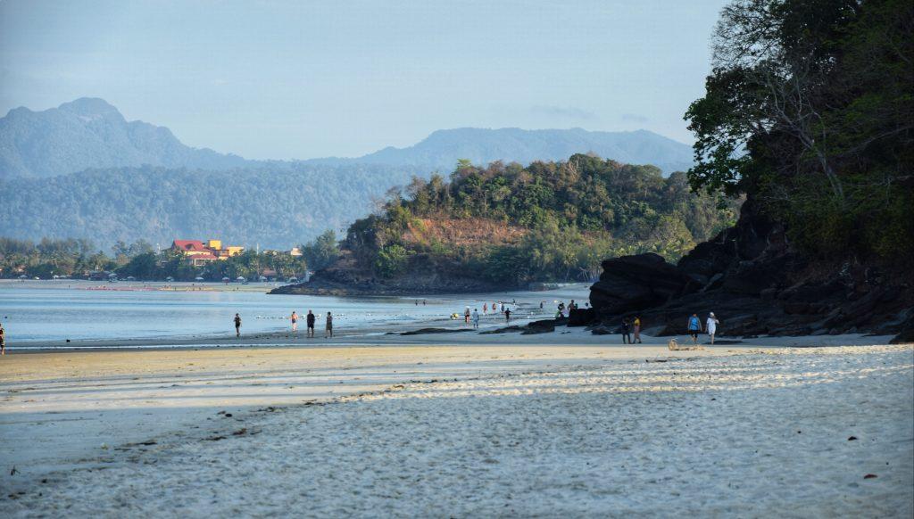 Sonnenaufgang am Pantai Cenang auf Langkawi