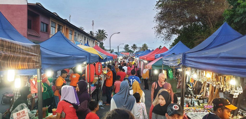 Nachtmarkt in Ayer Hangat