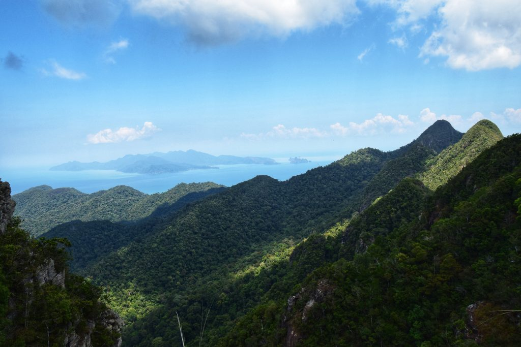 Blick über die Berge nach Koh Tarutao